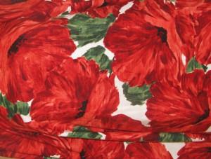 """2032<br><a href=""""http://www.babywearing.gr/product/fb2032""""target=""""_blank"""">Μεγάλα κόκκινα λουλούδια σε λευκό φόντο</a>"""