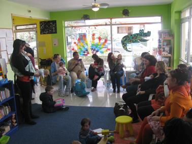 Ανταλλάσσουμε απόψεις για μάρσιπους αγκαλιάς στις δωρεάν συναντήσεις της ομάδας babywearing