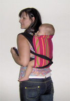 Ένα mei tai είναι προτιμότερη επιλογή για την πλάτη με μικρό μωρό