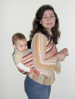 Με το pouch και το μωρό στην πλάτη