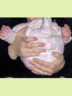 Τα πόδια του μωρού θα είναι διπλωμένα στην κοιλιά του