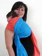"Burp hold with newborn baby using slings"" title=""Νεογέννητο μωράκι σε μάρσιππο αγκαλιάς"