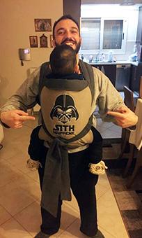 Μπαμπάς φοράει το μεγάλο του παιδί σε Αστεράκι mei tai