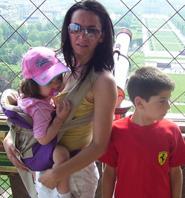 Ταξίδι με δύο παιδιά με mei tai, και στον πύργο του Άιφελ, όπου δεν πάει καρότσι!