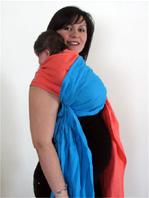 """Νεογέννητο μωρό σε μάρσιπο sling"""" title=""""Νεογέννητο μωρό στη θέση ρεψίματος ψηλά στον ώμο σε μάρσιπο sling"""