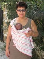 Η γιαγιά με το νεογέννητο εγγονάκι της!