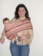 Με το pouch και το μωρό στο πλάι