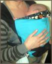 Νεογέννητο μωράκι σε μάρσιπο μπροστά