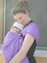 Αγκαλιές και καλύτερο δέσιμο με το μωρό