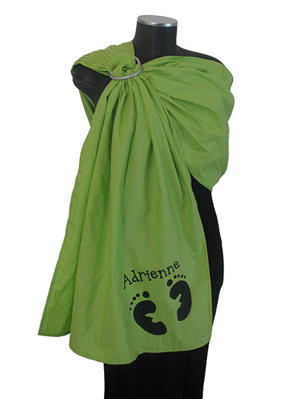 """<a href=""""http://www.babywearing.gr/product/ironon-babysteps-name/""""target=""""_blank"""">Πατουσάκια και Όνομα</a> 15€"""