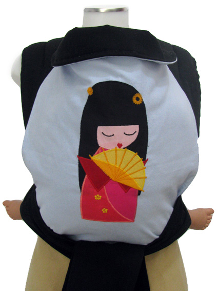 "<a href=""http://www.babywearing.gr/product/aplique-kokeshi/""target=""_blank"">kokeshi</a> 30€"