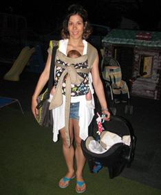 Κουβαλώντας ένα καρεκλάκι αυτοκινήτου (με ή χωρίς μωρό!)
