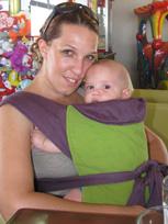 Μαμά και μωράκι στο μάρσιπο