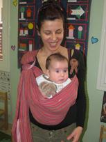 Μαμά και μωρό σε μαρσιπο sling