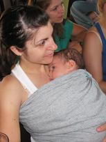 Μαμάδες που μαθαίνουν για το babywearing