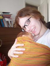 Αγκαλιά χωρίς η μαμά να κουράζεται, μετά από εγχείρηση