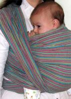 μωράκι σε υφαντό μάρσιπο