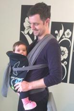 Μπαμπάς και μωρό αγκαλιάς