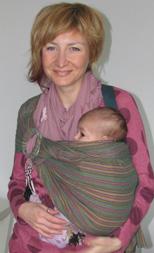 Μωράκι αγκαλίτσα με τη μαμά
