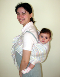 Με το μωρό στην πλάτη σε μαρσιπο ring sling