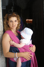 Η Ελένη με το μωρό στην εκκλησία