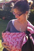 Νεογέννητο μωράκι σε μάρσιπο Αστεράκι ring sling