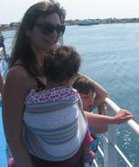 Ταξιδεύοντας με το ferry και το μωρό στο ring sling