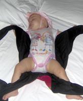 Μωρό που συνεχίζει τον ύπνο του μετά από βόλτα με mei tai