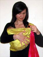 Για νεογέννητα μωράκια ξαπλωμένα στο μάρσιππο αγκαλιάς