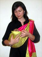 Για νεογέννητα μωράκια ξαπλωμένα στο μάρσιπο αγκαλιάς