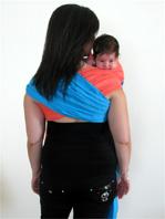 """Ιδανική θέση για μωρά με κολικούς που ηρεμούν μόνο στον ώμο"""" title=""""Ιδανική θέση για μωρά με κολικούς που ηρεμούν μόνο στον ώμο"""