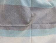 "1986<br><a href=""http://www.babywearing.gr/product/fabric-1986/"" target=""_blank"">Με φαρδιές ρίγες σε τυρκουάζ – γαλάζιο – γκρι</a>"