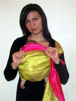 Ακόμα και νεογέννητα μωράκια μπορούν να είναι σ' αυτή τη θέση, ακριβώς όπως θα τα κρατούσες αγκαλιά!