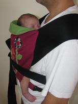 νεογέννητο μωρό σε σλινγκ