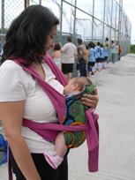 Με το μωρό σε Αστεράκι μάρσιπο sling