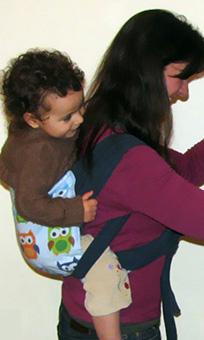 Αστεράκι mei tai στην πλάτη με παιδί που περπατάει από καιρό