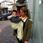 Μεγάλο μωρό σε μάρσιπο sling