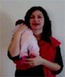 Βίντεο με νεογέννητο μωρό σε σλινγκ