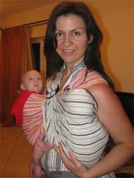 Δίδυμα μωρά μαζί σε μάρσιπο αγκαλιάς!