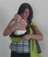Βίντεο: το μωρό κοιτάζει μπροστά σε μάρσιπο σλινγκ