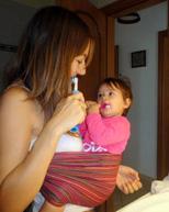 Βουρτσίζουμε τα δόντια μαζί με το μωρό