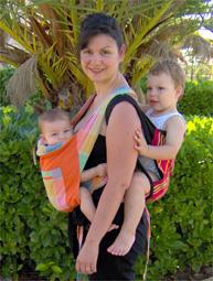 Με τα δυο παιδιά μου σε mei tai