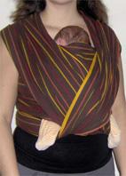 Μωράκι σε όρθια θέση σε wrap