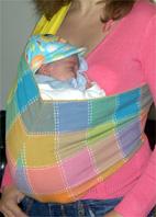 Μωράκι σε όρθια θέση σε pouch