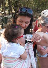 Δίνουμε νερό στο μωρό