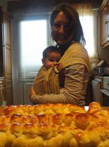 Η μαμά ψήνει μαζί με το μωρό