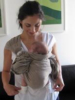 Νεογέννητο μωράκι σε μάρσιπο sling