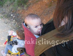 Μωράκι που θηλάζει σε μάρσιπο αγκαλιάς Αστεράκι Mei tai