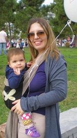 Μωρό και μπαλόνι στο χειροποίητο μάρσιπο
