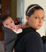 Μικρό μωράκι στην πλάτη